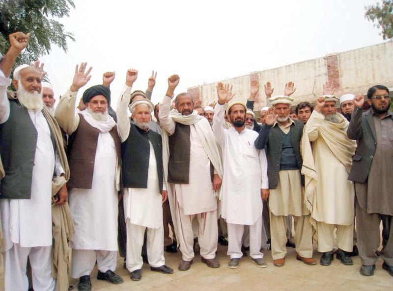 Teachers take to the streets in FR Bannu. PHOTO: INP