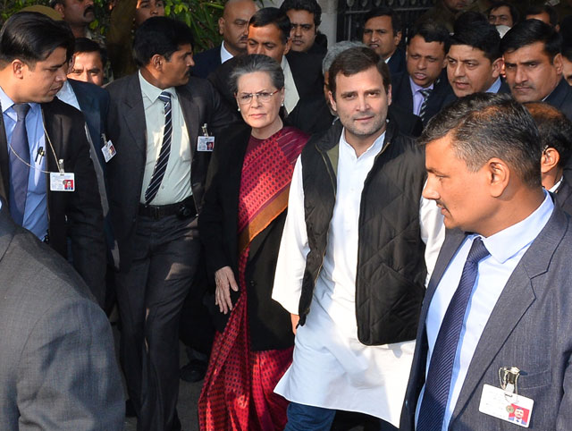 indian court grants bail to sonia rahul gandhi in graft case