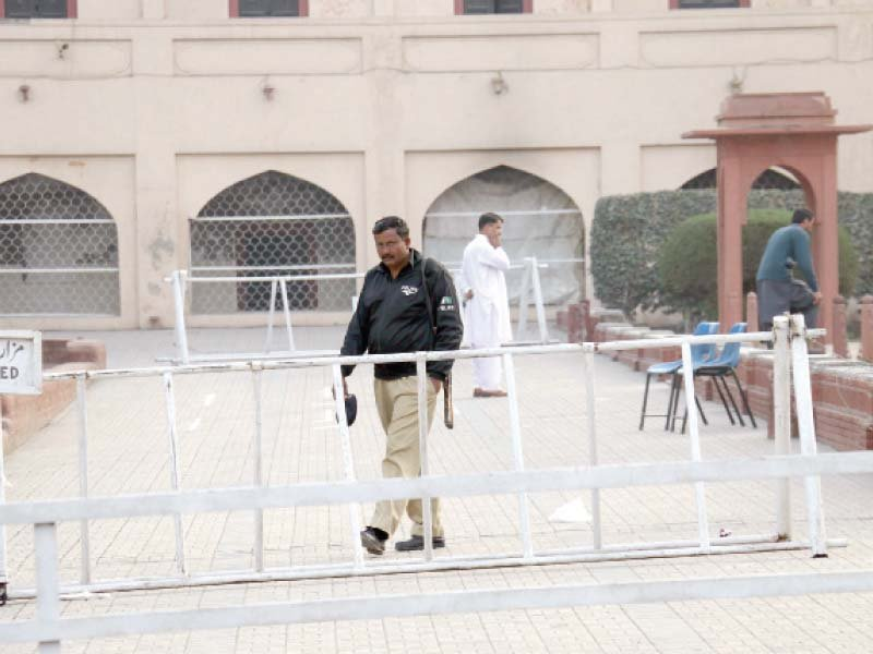 recollection visitors miss posing with guards at iqbal s mausoleum
