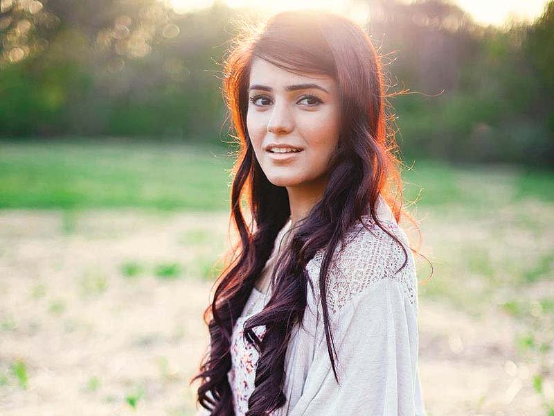 besides-awari-momina-also-lent-vocals-for-pi-jaun-which-featured-singer-farhan-saeed-photo-file