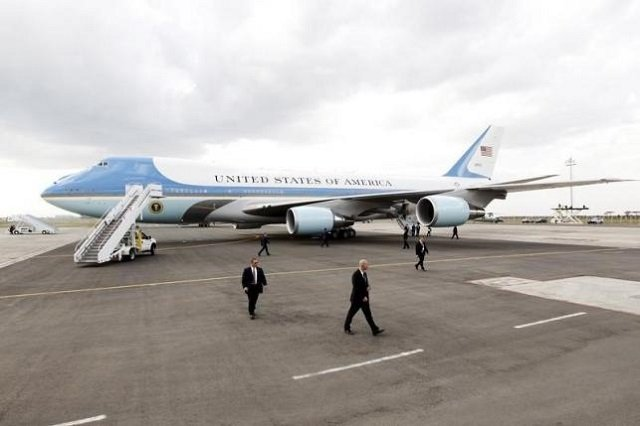 boeing wins contract to build new air force one presidential jets