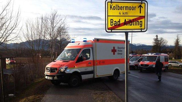 eight killed in german train crash 150 injured police