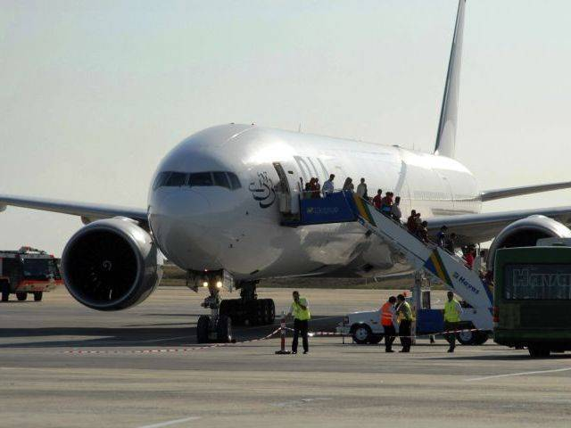 pia takes off after staff ends strike