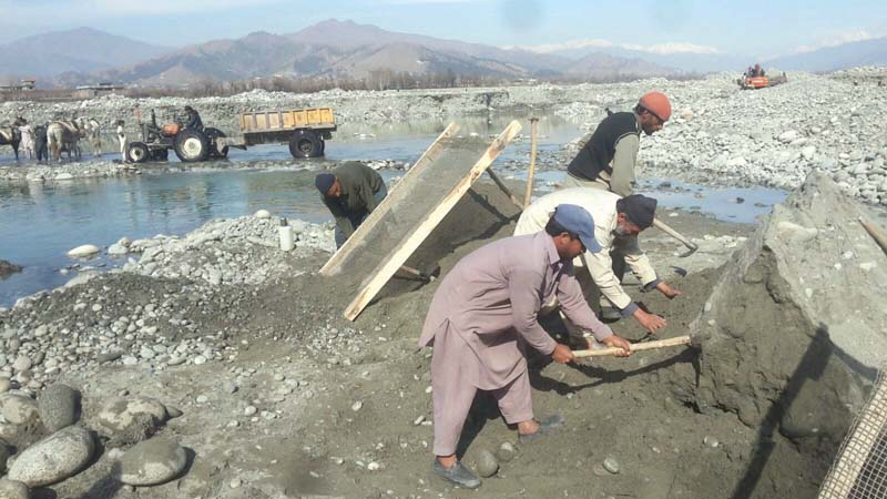 labourers at work in swat river photos sherinzada express