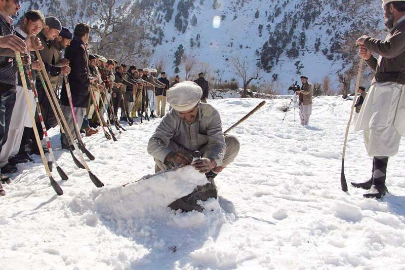 a game of kirik garr 10 teams participate in snow golf tournament