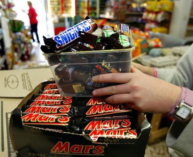 mars recalls candy in 55 countries after plastic found