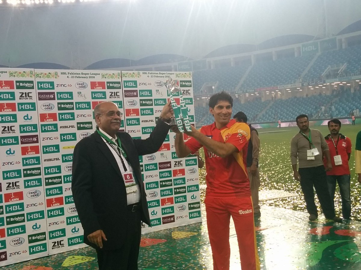 Misbahul Haq lifts the PSL winning trophy. PHOTO: PSL