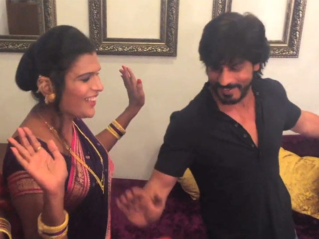 srk dancing with india s first transgender band is the best thing you ll see today