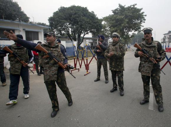 pathankot attack probe pakistani team not allowed inside airbase