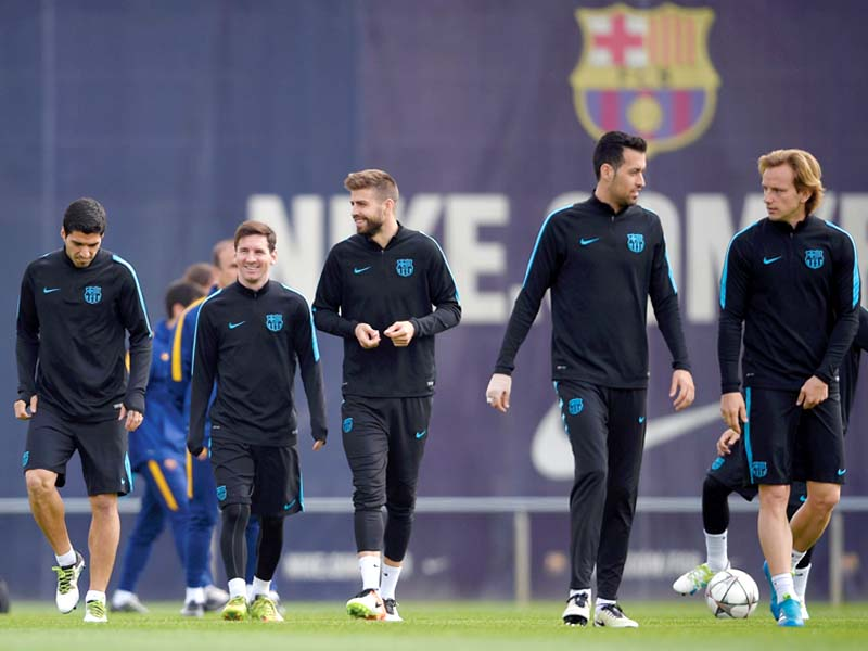 barcelona players train ahead of their champions league quarter final clash against atletico madrid photo afp