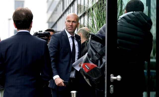 zinedine zidane arrives at the innside by melia hotel on the eve of the uefa champions league quarter final against vfl wolfsburg on april 5 2016 in wolfsburg germany photo afp