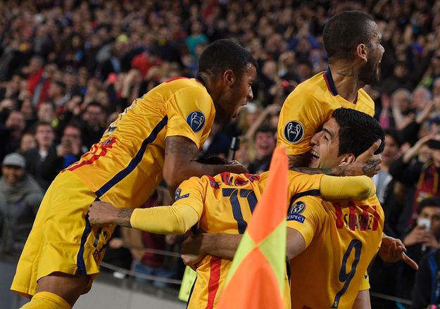 barcelona 039 s uruguayan forward luis suarez r celebrates with teammates after scoring a goal during the uefa champions league quarter finals first leg football match fc barcelona vs atletico de madrid at the camp nou stadium in barcelona on april 5 2016 photo afp