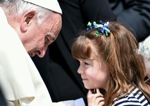 little lizzy gets wish to see pope before going blind photo afp