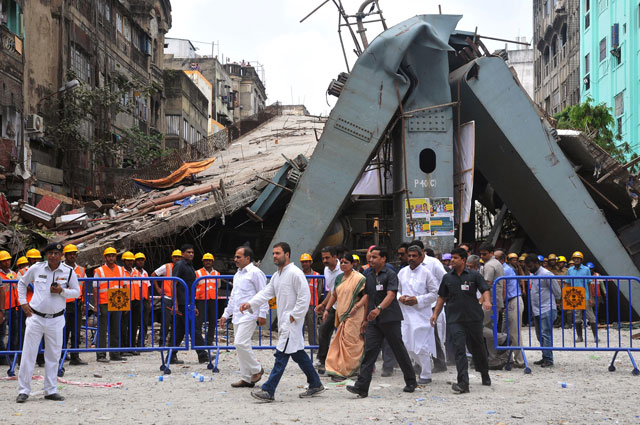 rahul gandhi centre l vice president of the all india congress committee and adhir ranjan chowdhury centre 2nd l state president for west bengal pradesh congress committee visit the site of a collapsed flyover in kolkata on april 2 2016 photo afp