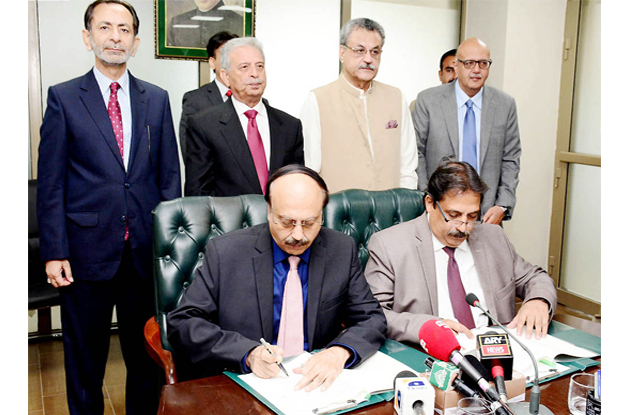 federal minister for science and technology rana tanveer hussain and minister for industries and production ghulam murtaza jatoi witnessing the mou signing between most and sec photo nni