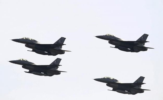 pakistani f 16 fighter jets fly past during the pakistan day military parade in islamabad pakistan march 23 2016 photo reuters