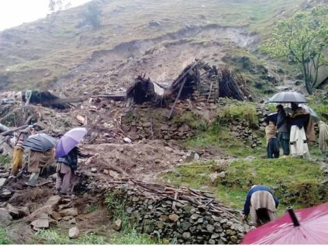 two landslides kill 11 in hazara division