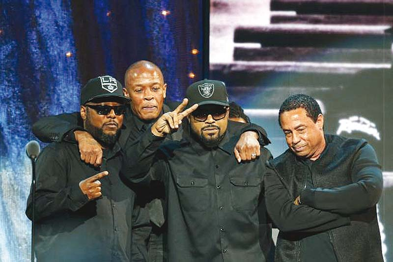 mc ren dr dre ice cube and dj yella pose for a picture at the ceremony in brooklyn new york photo reuters