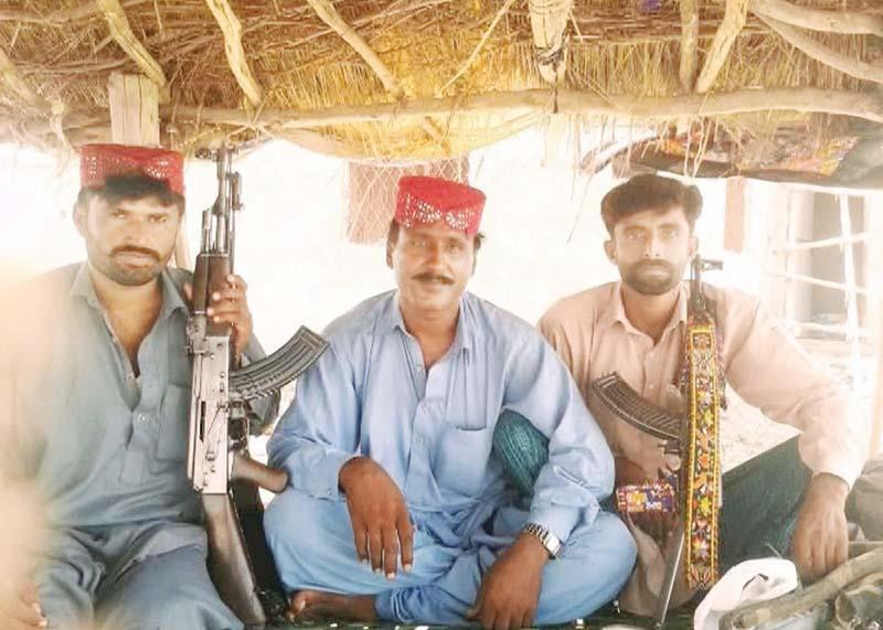 ig mushtaq sukhera accompanied by policemen in rajanpur above ghulam rasool alias chotu bakhrani flanked by two members of the chotu gang below photos express