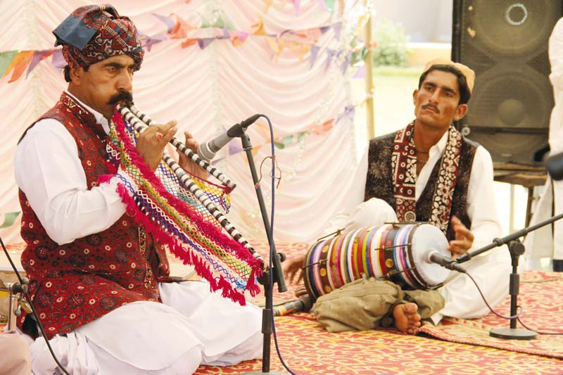 arbab allah bachayo performs live in the main garden at lahooti melo 2016 in hyderabad on sunday photos ayesha mir express