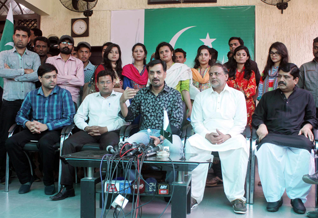 former pml q parliamentarian joins mqm while mustafa kamal welcomes former mqm members photo online