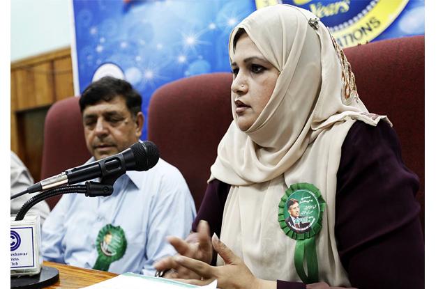apml k p women wing president saima ambreen addressing a press conference at peshawar press club photo online