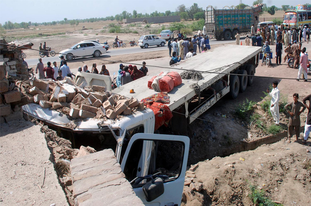 at least 19 people were killed and 20 others wounded when a speeding passenger bus rammed into a trailer on jhang faisalabad road photo inp