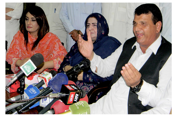 adviser to the prime minister ameer muqam addressing a press conference photo nni