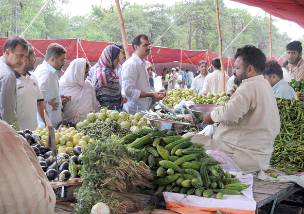 mixed trend prices fluctuate at sunday bazaars