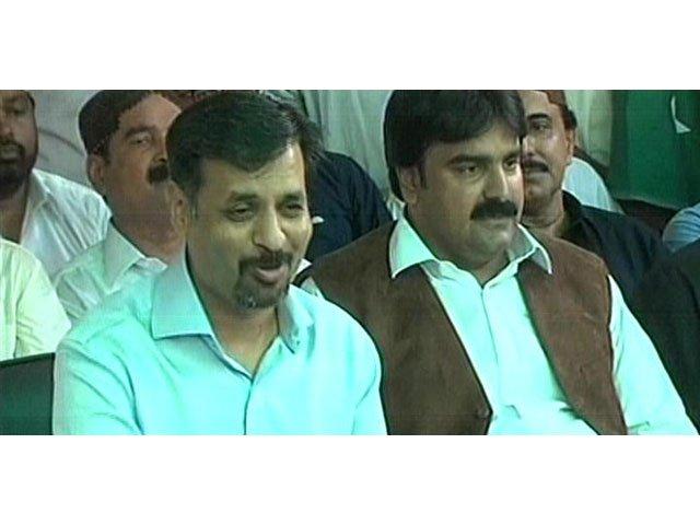 an express news screengrab of pak sarzameen party leader mustafa kamal l and muttahida qaumi movement mpa ashfaq mangi r addressing a news conference in karachi on april 18 2016