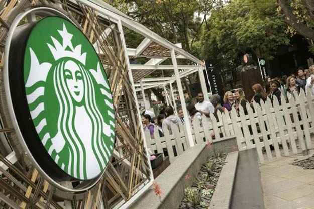 people queue during the official opening of south africa 039 s first starbucks store in johannesburg on april 21 2016 photo afp