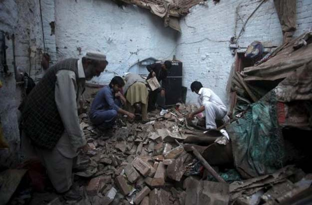 residents search for belongings in the rubbles of a house after it was damaged by an earthquake in peshawar pakistan october 26 2015 photo reuters
