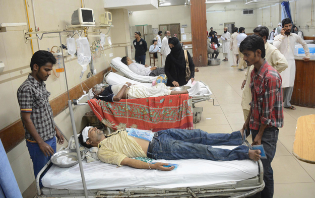 people admitted into the hospital after suffering from a heatstroke photo online