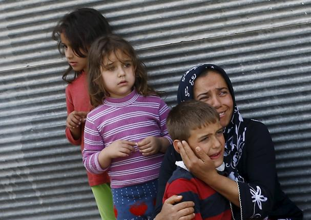 a mother and her children react after two rockets hit the turkish town of kilis near the syrian border turkey april 24 2016 photo reuters