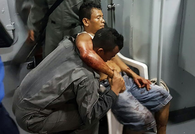 this undated handout picture release on april 16 2016 by the malaysian maritime enforcement agency shows a member of malaysian maritime enforcement force rescuing an indonesian sailor after being shot during a kidnapping at the east coast of malaysia 039 s sabah state in lahad datu photo afp