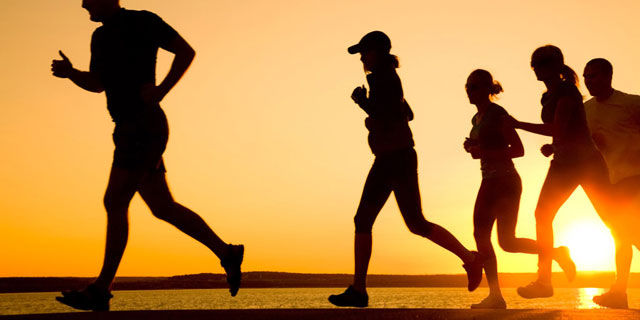 jogging without any proper prior knee activity can damage the knee joints photo socialnews