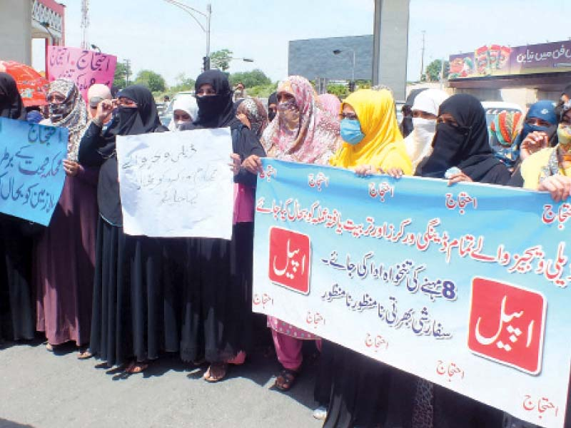 daily wagers of dengue project protesting on murree road photo agha mehroz express