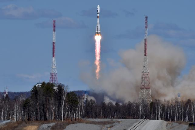a russian soyuz 2 1a rocket carrying lomonosov aist 2d and samsat 218 satellites leaves a trail of smoke as it lifts off from the new vostochny cosmodrome outside the city of uglegorsk about 200 km from the city of blagoveshchensk in the far eastern amur region on april 28 photo reuters
