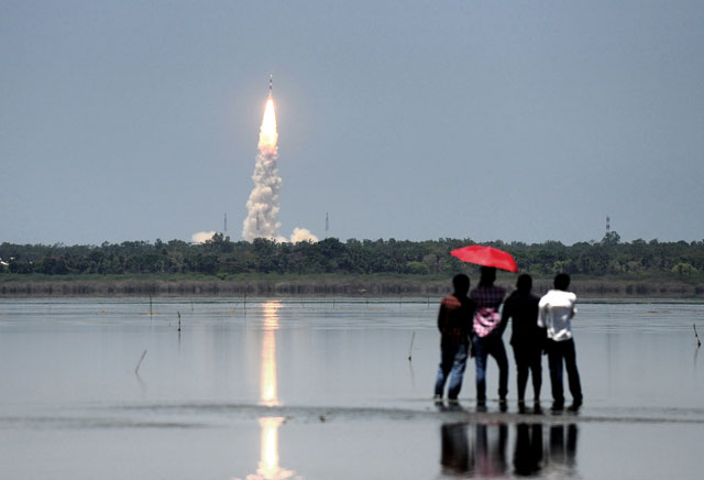 bystanders look on as indian space research organisation 039 s isro navigation satellite irnss 1g on board the polar satellite launch vehicle pslv c33 is launched from sriharikota in the southern indian state of andhra pradesh on april 28 2016 photo afp