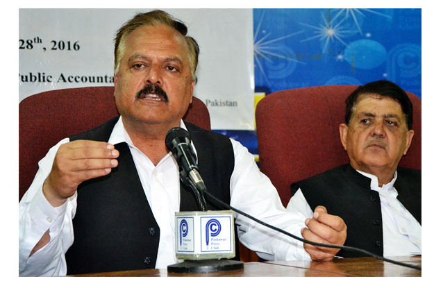 president fata lawyers forum raheem shah addressing a press conference photo online
