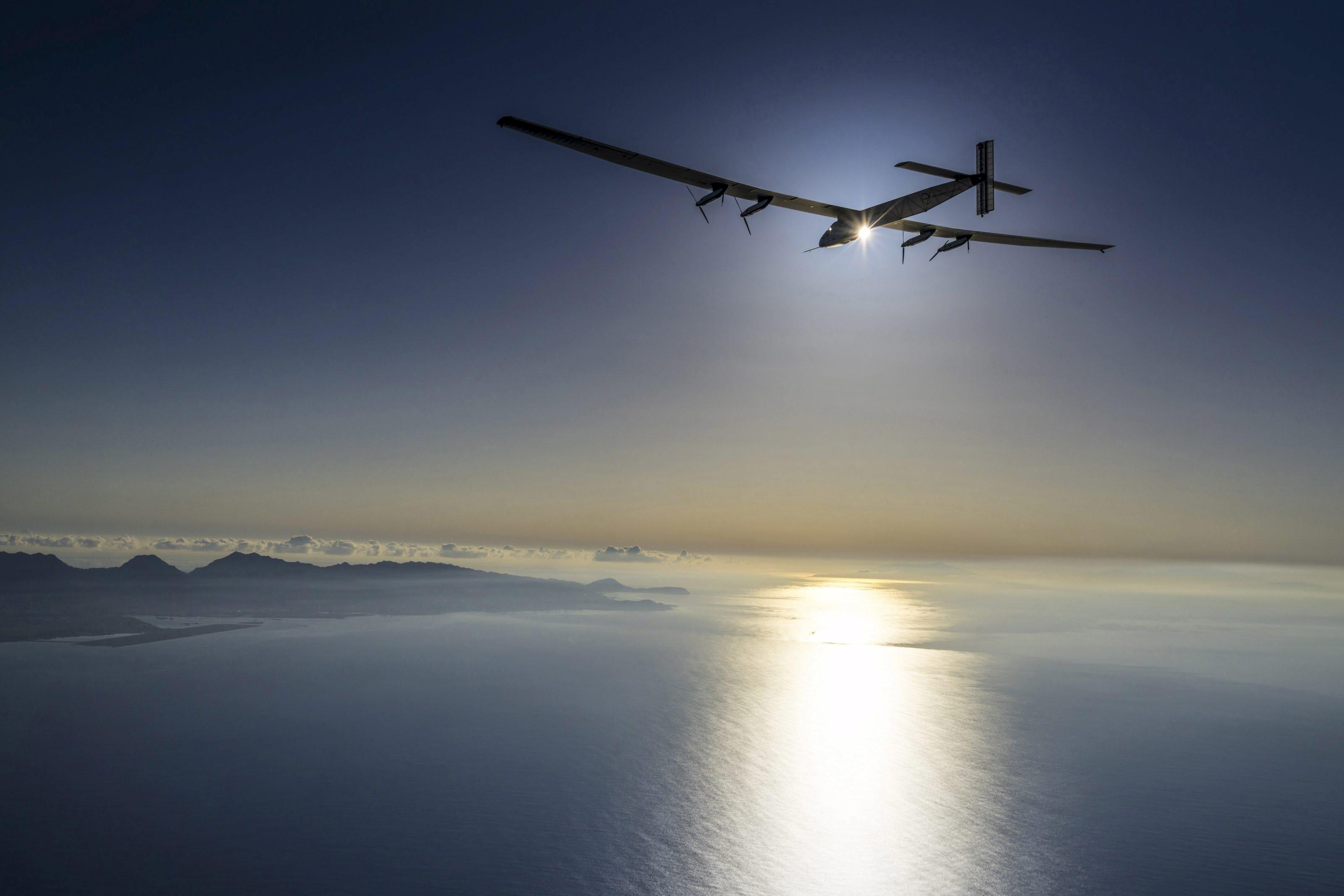 solar impulse 2 completes phoenix san francisco leg of round the world flight
