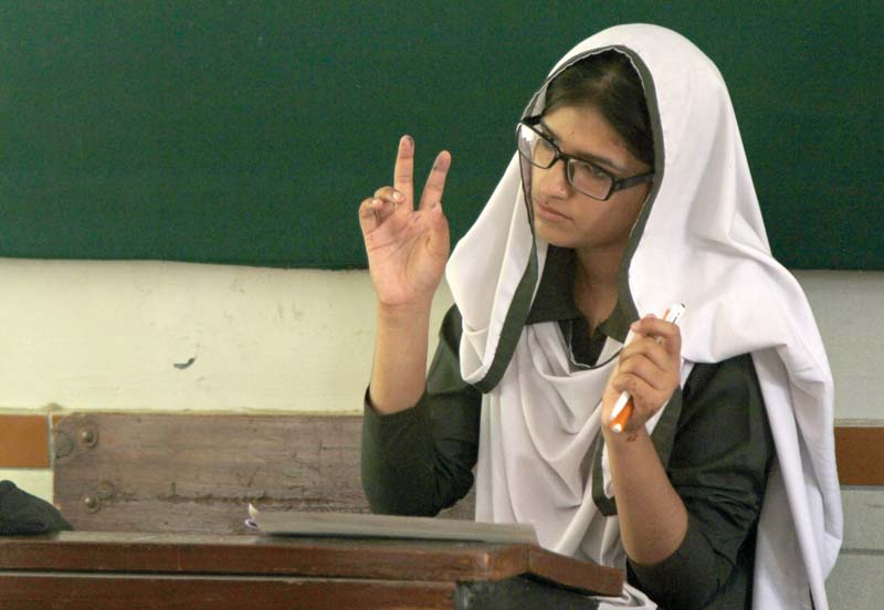 students with aural oral impairments take first final exam under bsek