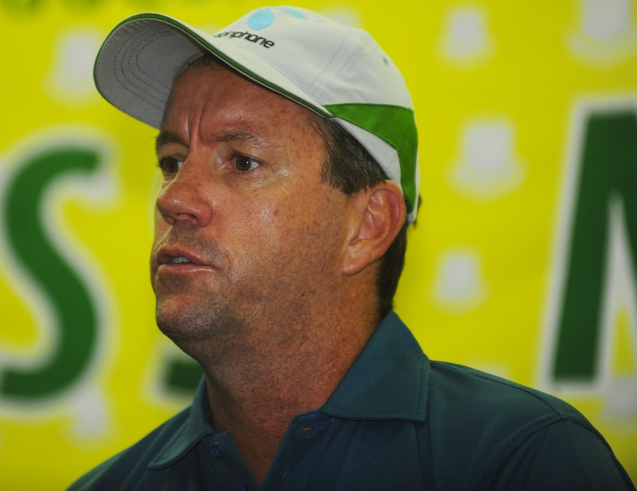stuart law frontrunner for pakistan head coach