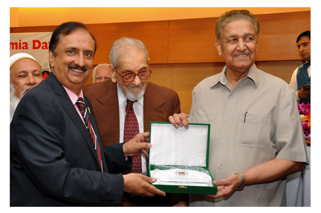 Dr Abdul Qadeer Khan receiving shield from President PGTF Dr jamal Nasir after a seminar on the eve of World Thalassemia Day. PHOTO: INP