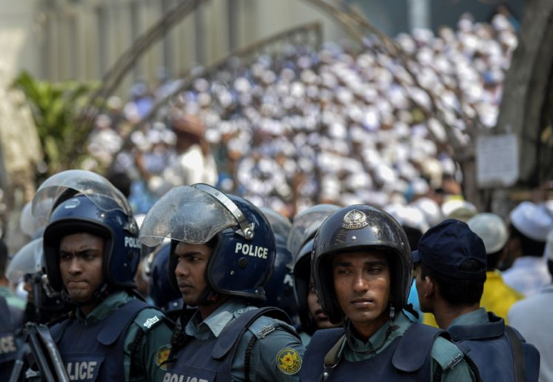 bangladeshi police on duty as islamists protest in dhaka on march 25 2016 photo afp