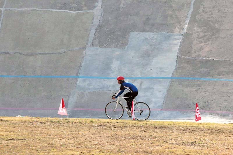 pakistan cycling two tyred to keep on track