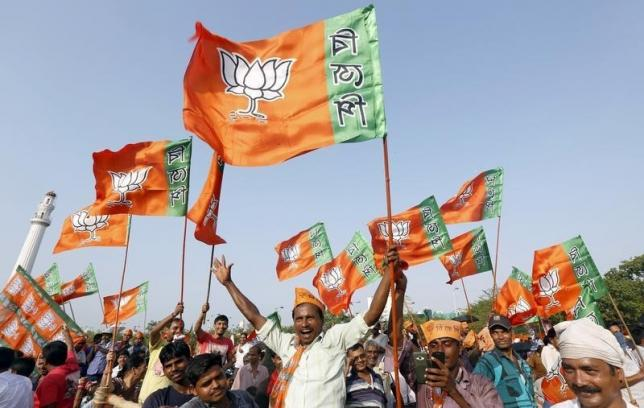 Supporters of India ruling Bharatiya Janata Party wave their party flags. PHOTO: REUTERS/FILE