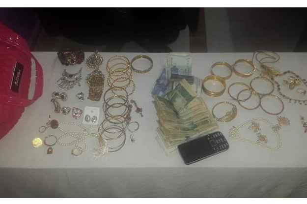 burglary 27 tolas of gold cash stolen from house in sukkur recovered