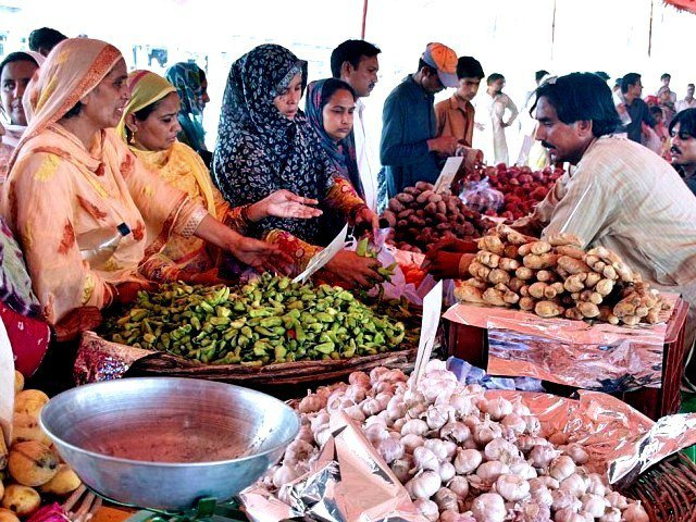 prices of onions and tomatoes witnessed a 10 per cent increase photo app file