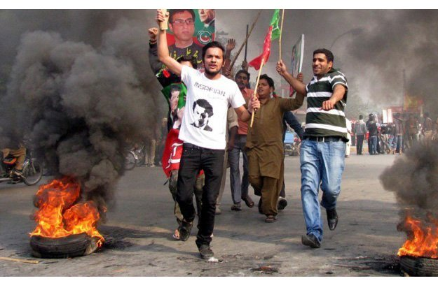 PTI upbeat about anti-govt agitation in the province after Ramazan. PHOTO: INP/FILE